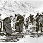 伝統社会を破壊する貨幣経済の「侵略」